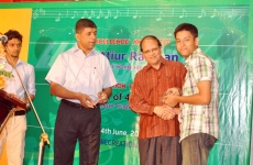 An-Ex-Cadet-is-recieving-award-from-the-chief-guest